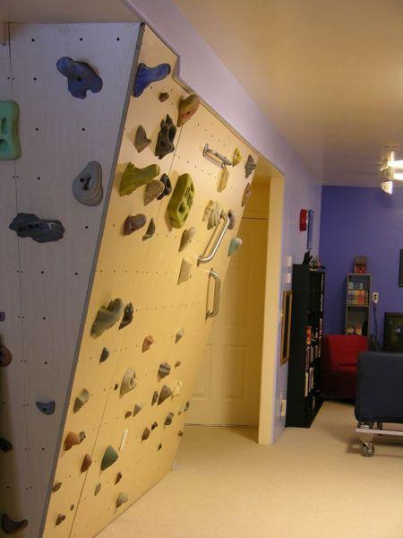 Mur d'escalade dans sous sol de maison