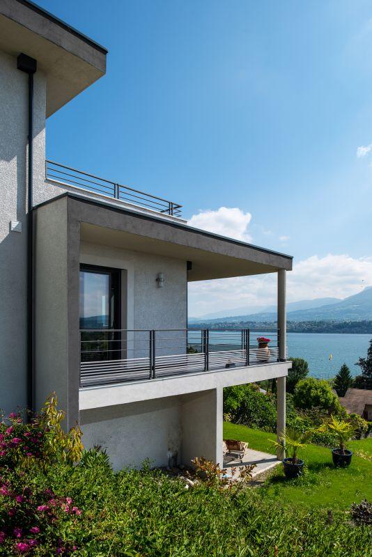 Chalet moderne avec vue impressionnante sur le lac