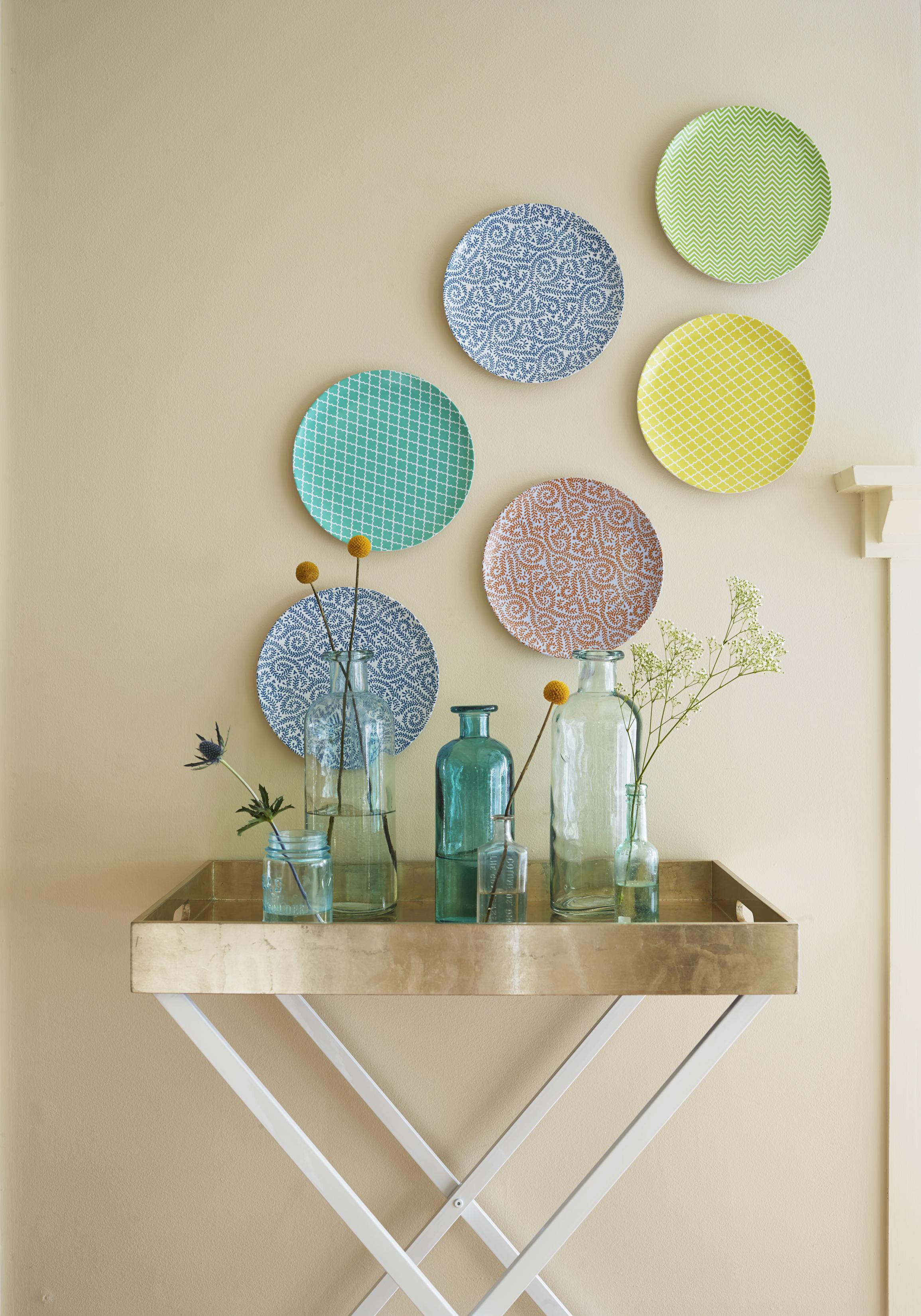 Astuce d'habillage de mur pour décoration pas cher avec objet de la maison
