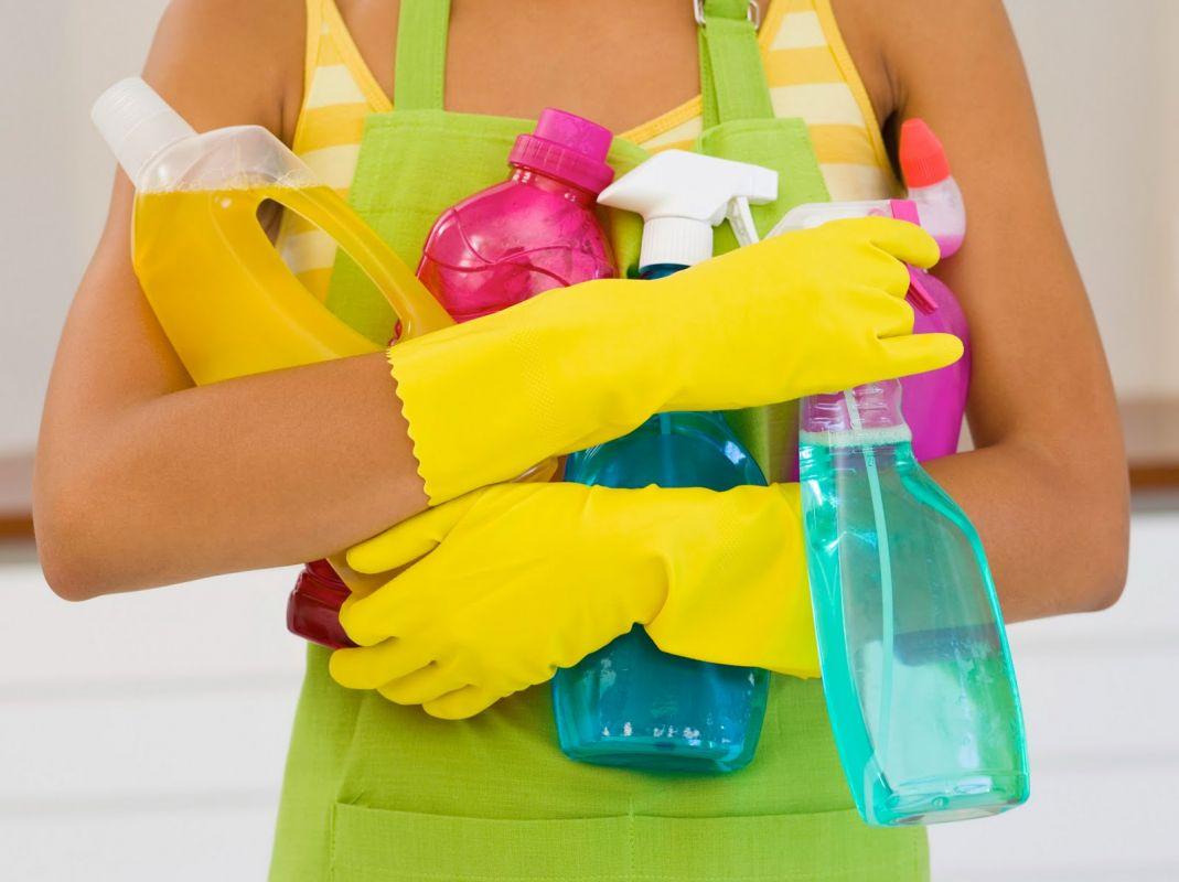 Préparation pour un nettayage à fond avec tout les produits nécéssaire