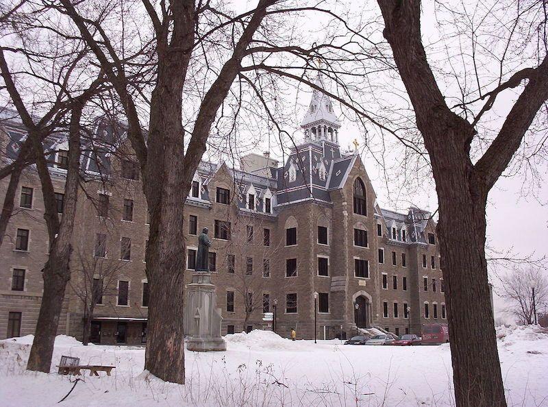 Façade du Collège Lionel Groulx à Sainte Thérèse