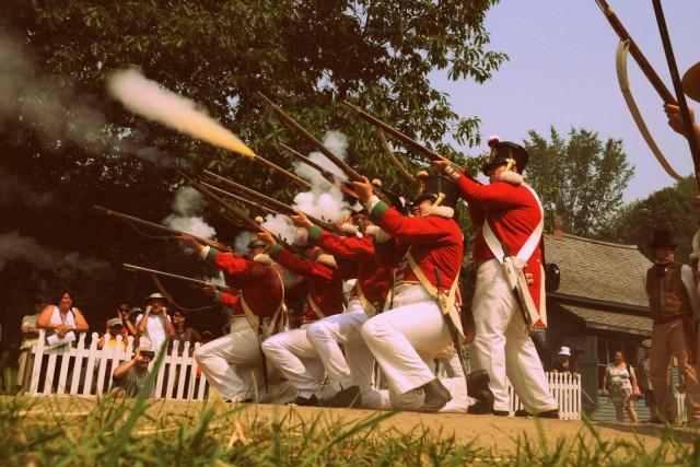 Représentation de la reconstitution de la bataille de la rébéllion des patriotes au Village Québecois d'Antan