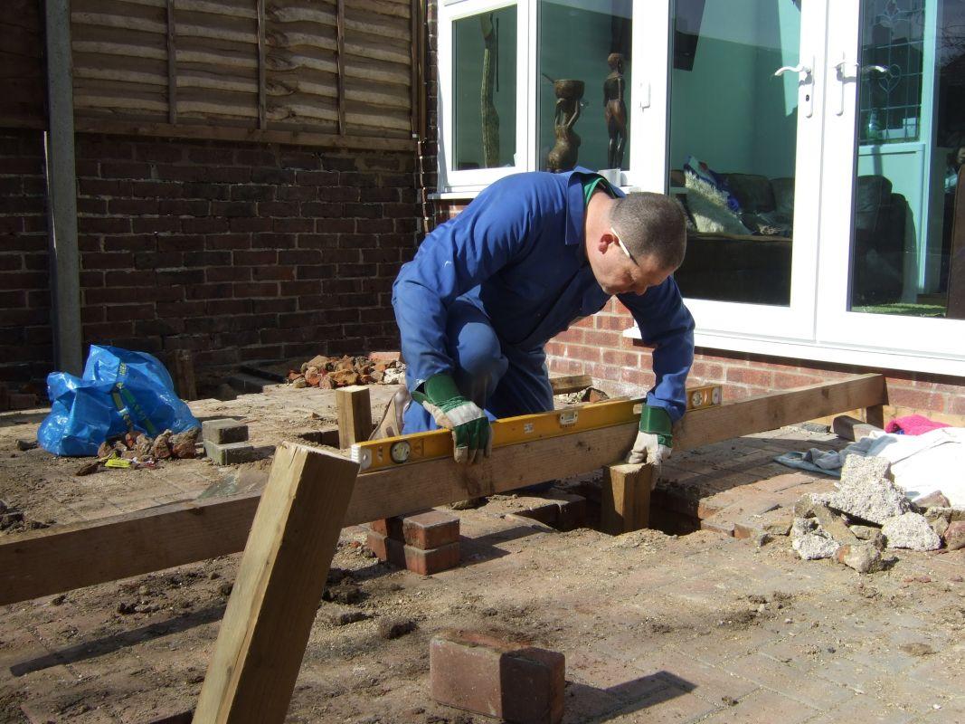 Mise en chantier d'une terrasse à l'étape construction de la fondation