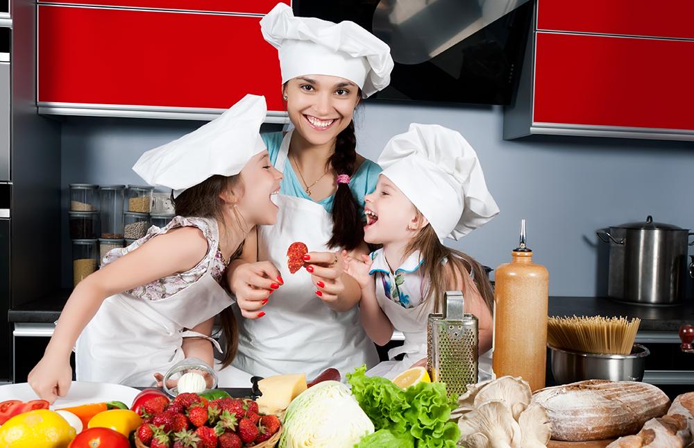 Initiation des enfants à la cuisine et à la préparation des repas
