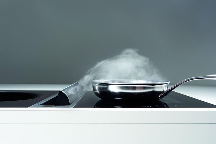 Hotte de cuisine intégré à une cuisinière encastrée