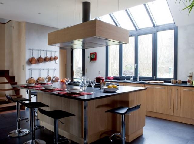 Hotte de cuisine en bois sur ilot de cuisine
