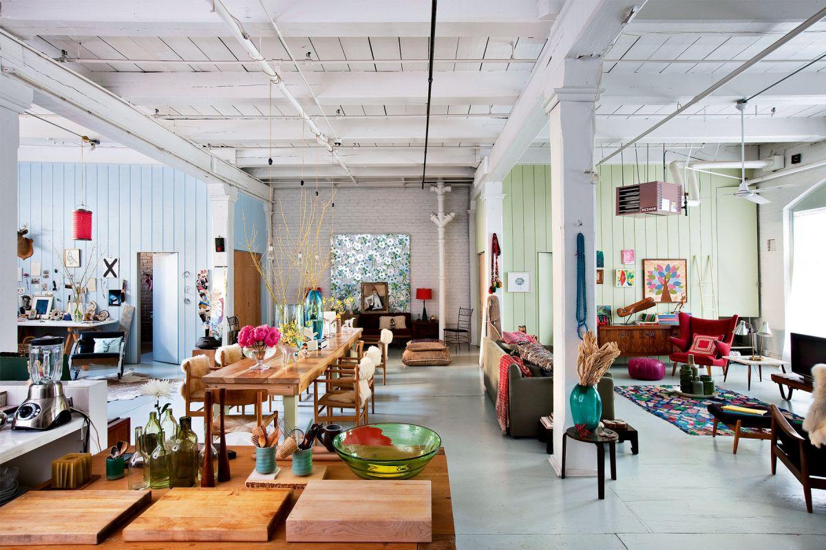 Loft avec aménagement décoratif de style Artsy