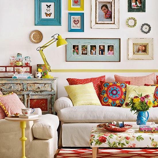 Salon avec décoration éclectique mais charmant