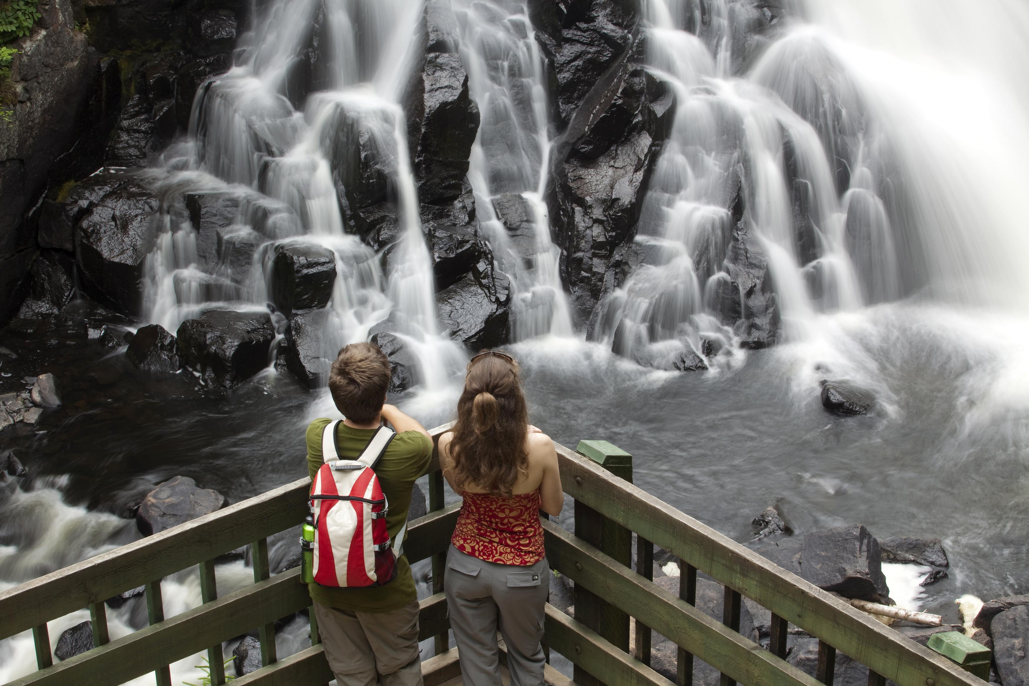 Magnifique chute au parc national du mont Tremblant