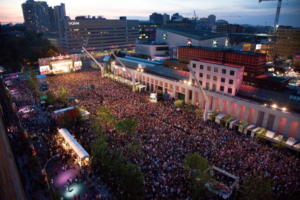 Vue sur la foule au festival Les Francofolies de Montréal
