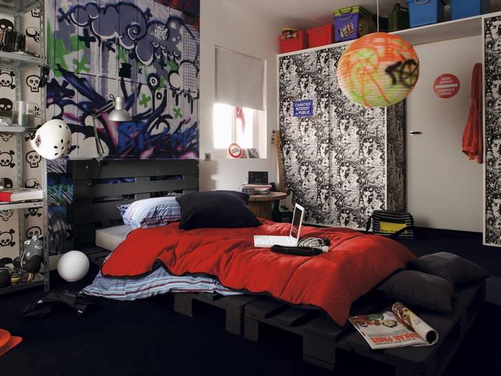 Chambre d'adolescent avec beuacoup de rangement