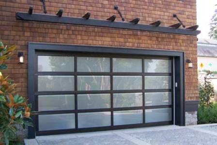 Porte de garage style garage de mécanique.