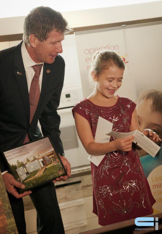 Gabrielle Bleau-Côté, ambassadrice de la Maison Opération Enfant Soleil 2016 avec Dany Bonneville coprésident des Industries Bonneville