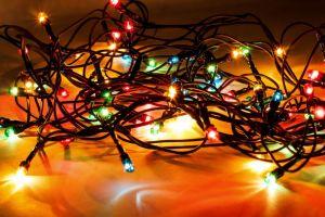 Enfillade entremêlée de lumière de Noël