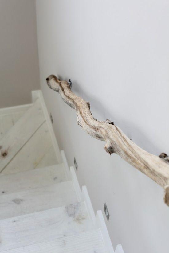 Rampe d'escalier originale faite de bois de plage