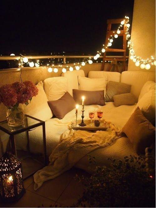 Salon extérieur sur terrasse style Danemark, hygge