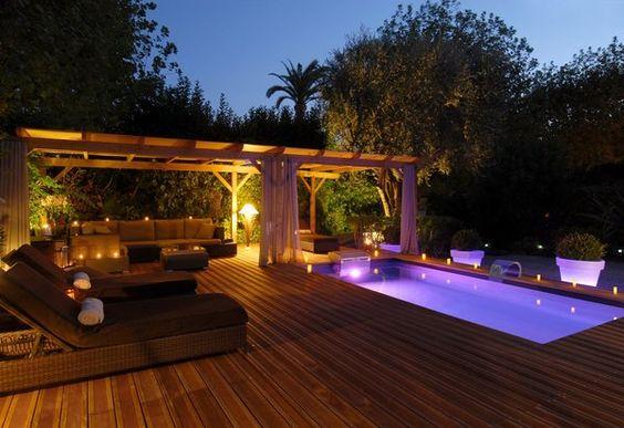 Terrasse et piscine creusé aevc éclairage feutré