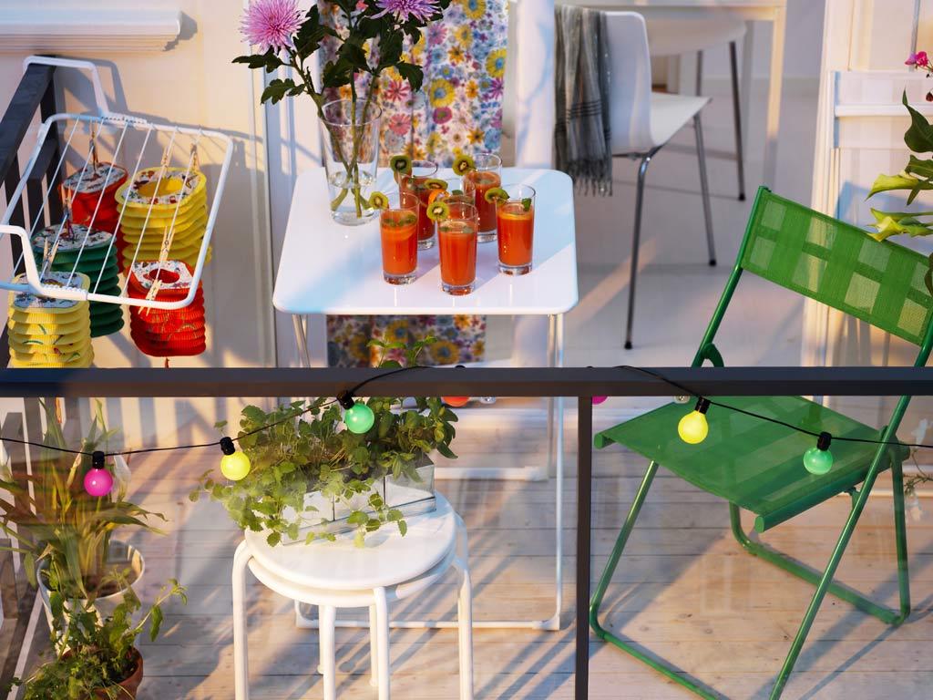 Petite salle à manger sur balcon.