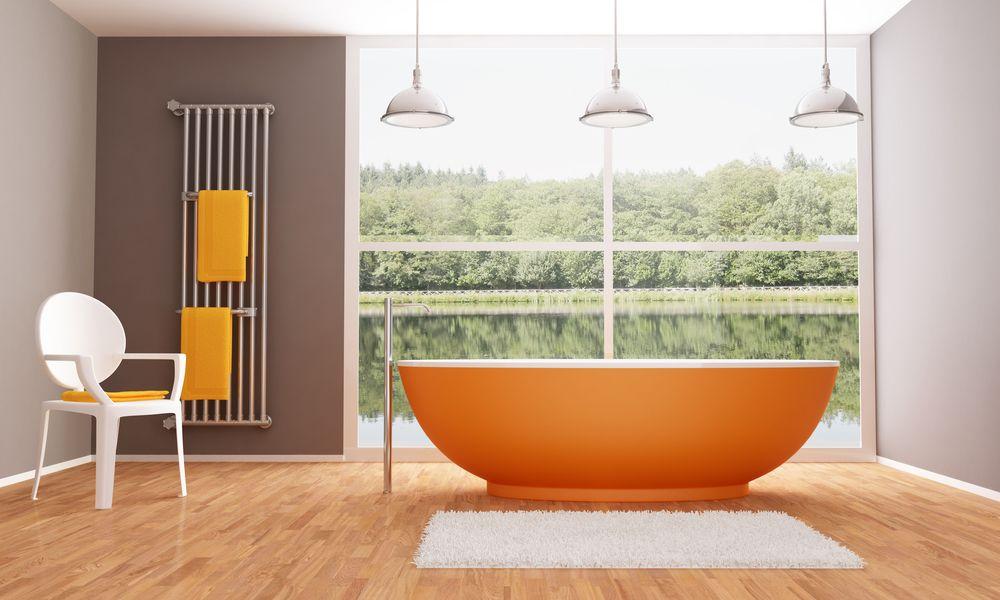 Chauffe serviette dans salle de bain de style champêtre