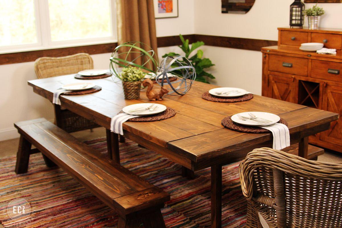 Salle à manger avec superbew table de bois massif