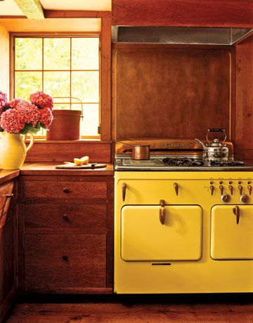 Cuisine de style champêtre avec four vintage à deux porte