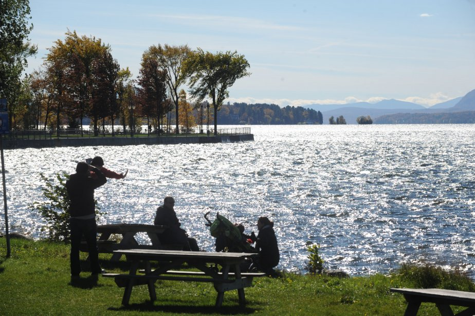 Vue sur le majestueu lac Memphrémagog à Magog