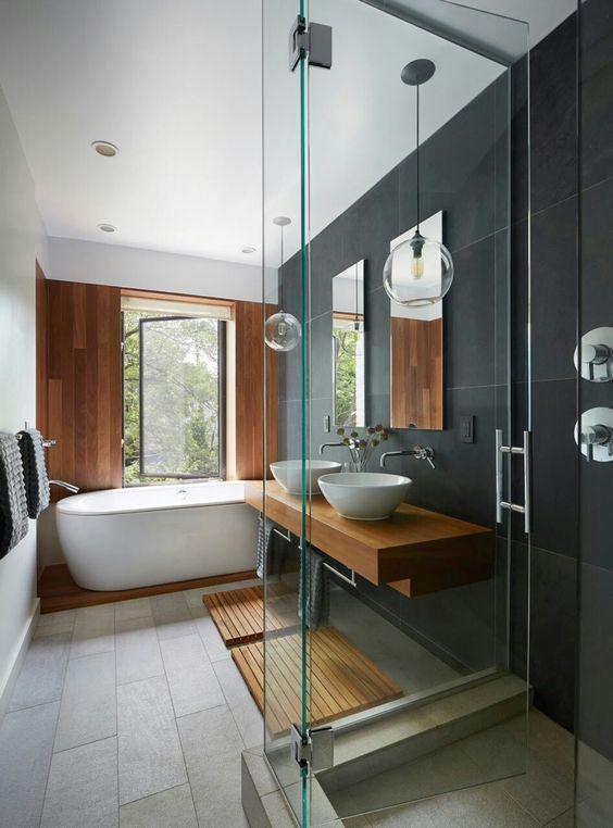 Mur d'ardoise dans une salle de bain
