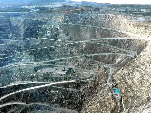 Magnifique représentation de la mine d'amiante de Thetford Mines