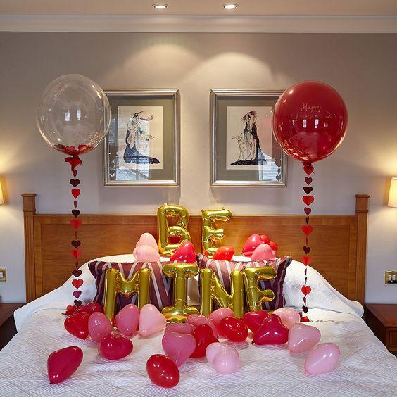 Chambre à coucher décorée pour la Saint-Valentin