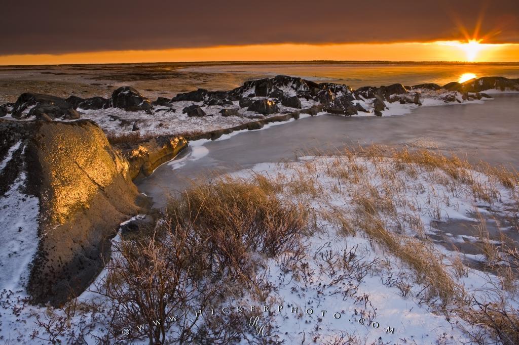 Couché du soleil dans la Bair d'Hudson dans le Nord du Québec