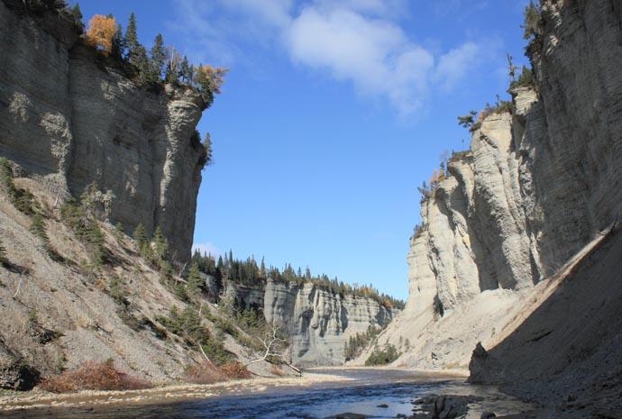 Vu de l'intérieur du canyon du parc national d'Anticosti.