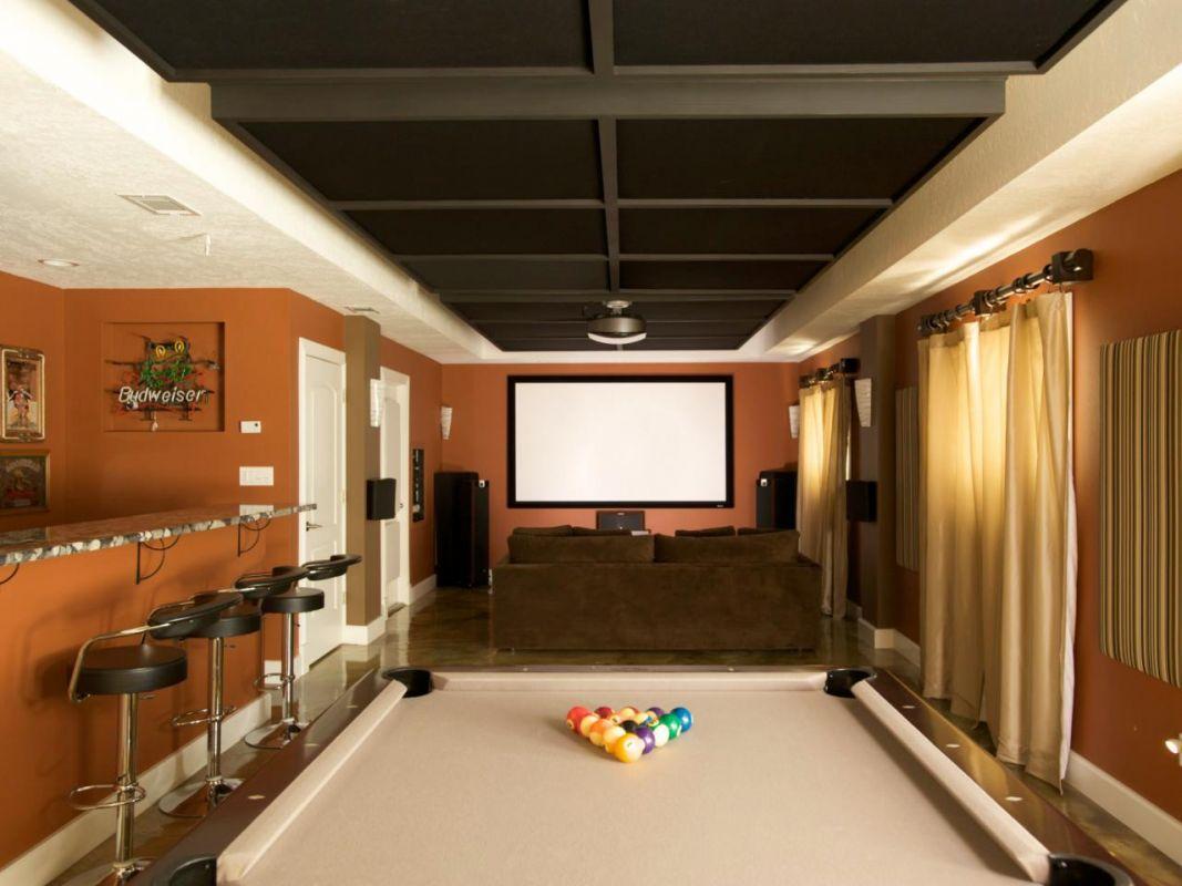 Superbe salle de séjour avec bar, table de billard et cinéma maison