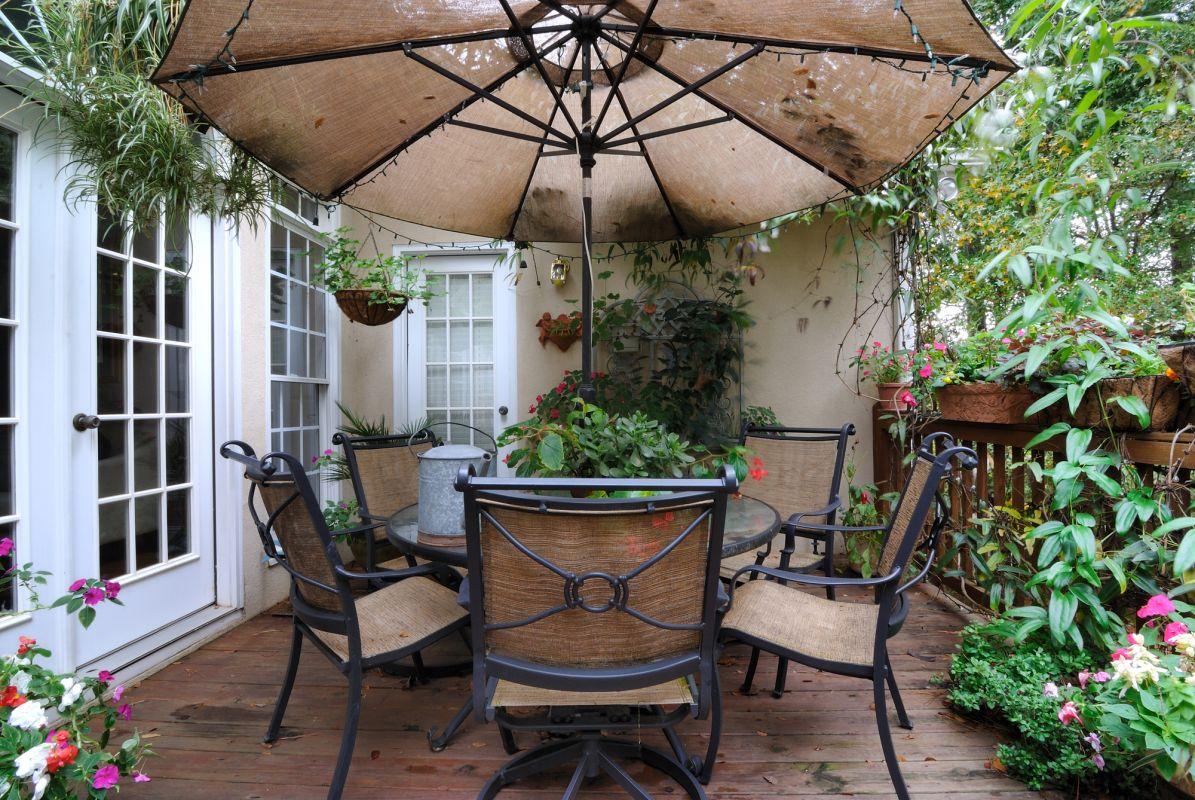 Petite terrasse intime de style européenne