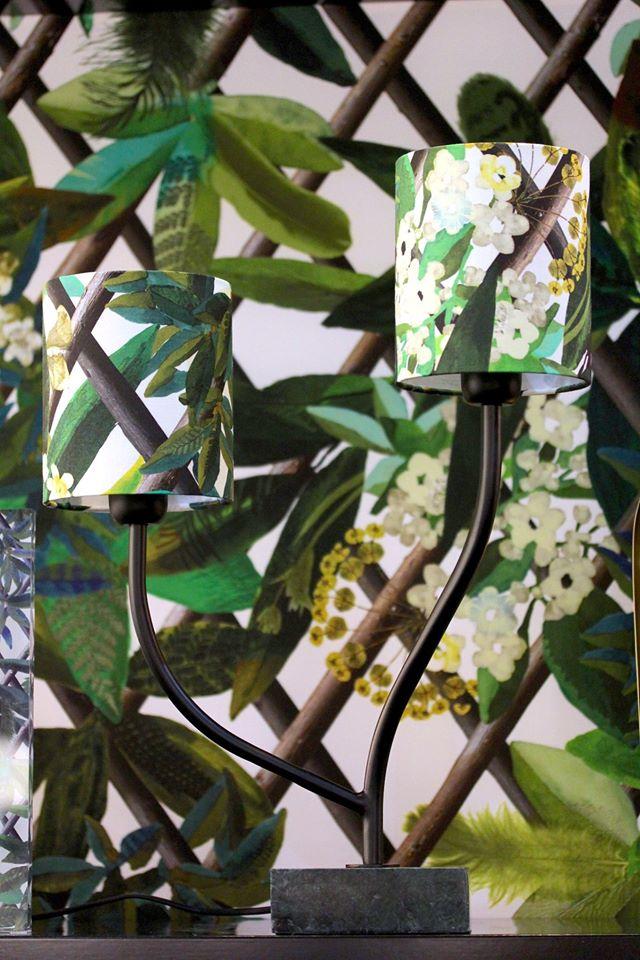 Beau luminaire sur pied de style floral de la collection Christian Lacroix