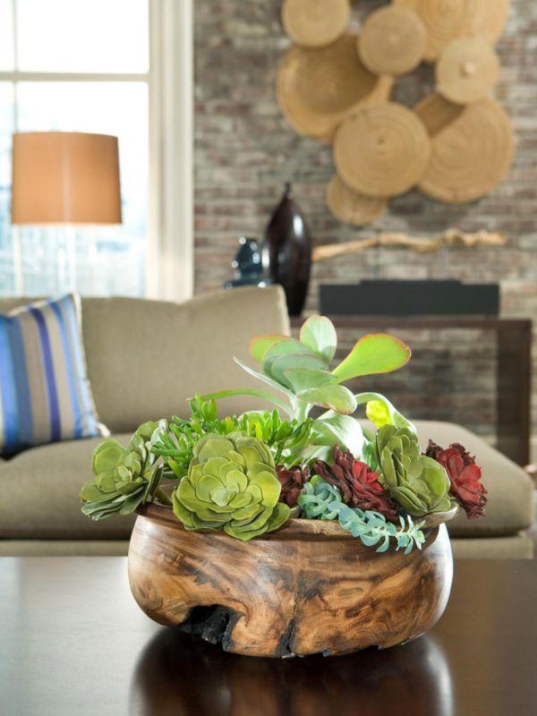 Magnifique arrangement floral de plante grasse dans superbe bol à salade en bois