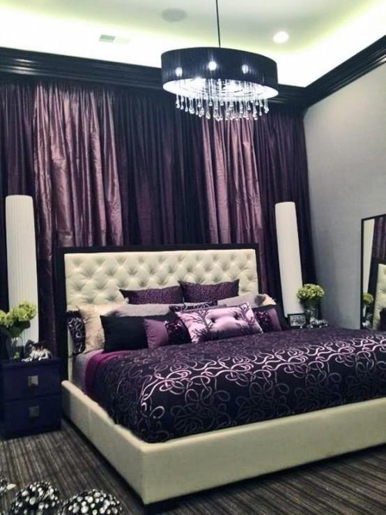 Chambre à coucher feutré décoré de plusieur couleurs mauves