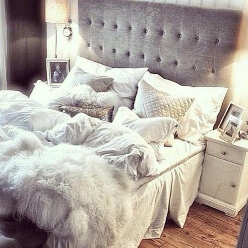 Chambre à coucher avec comme point centrale un lit douillet et confortable
