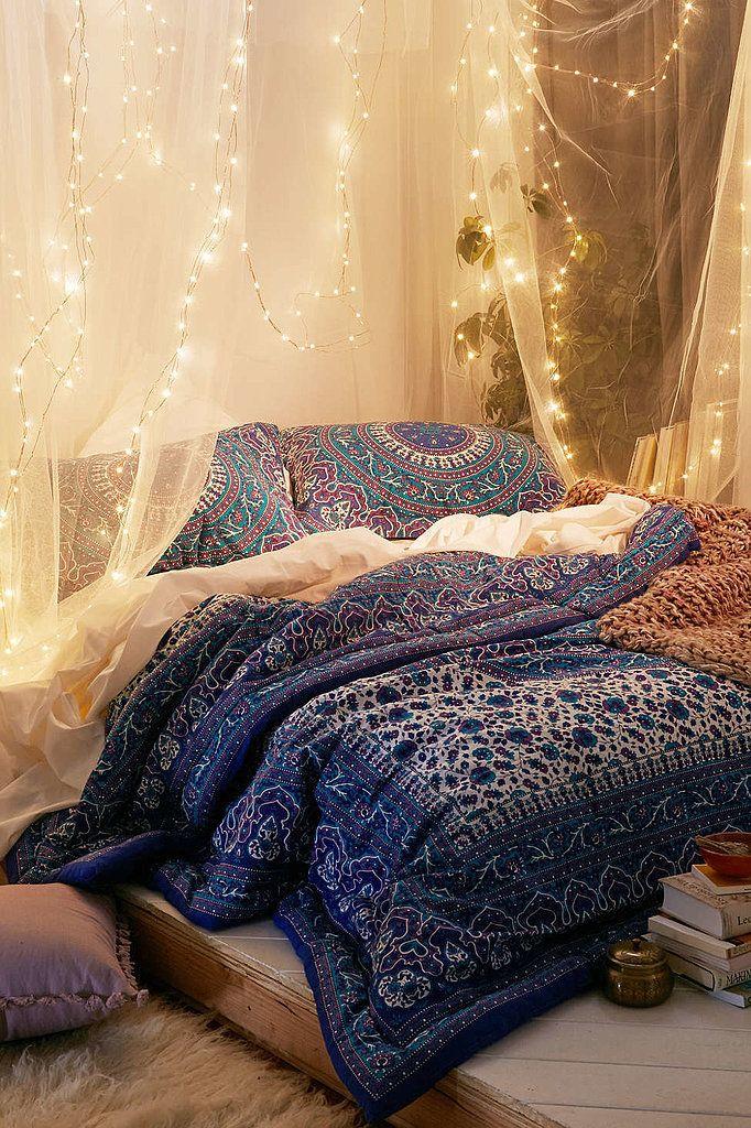 Chambre à coucher avec décoration de style moyen orient avec voile