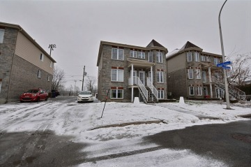 2240 - 2244 Rue Charles-Baudelaire,<br/>Laval-Ouest